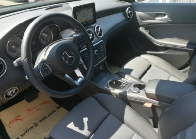 Mercedes-Benz GLA 180 d (9)
